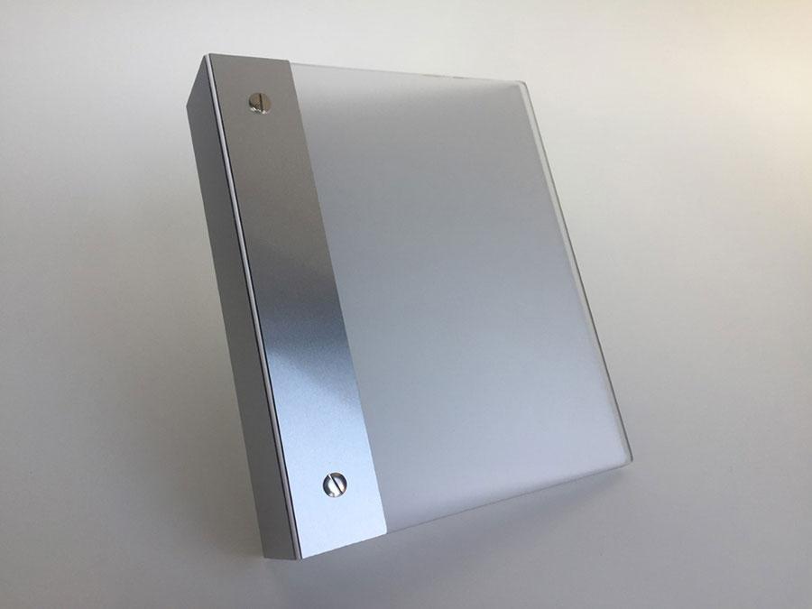 Exklusiver Ordner aus Plexiglas und Aluminium